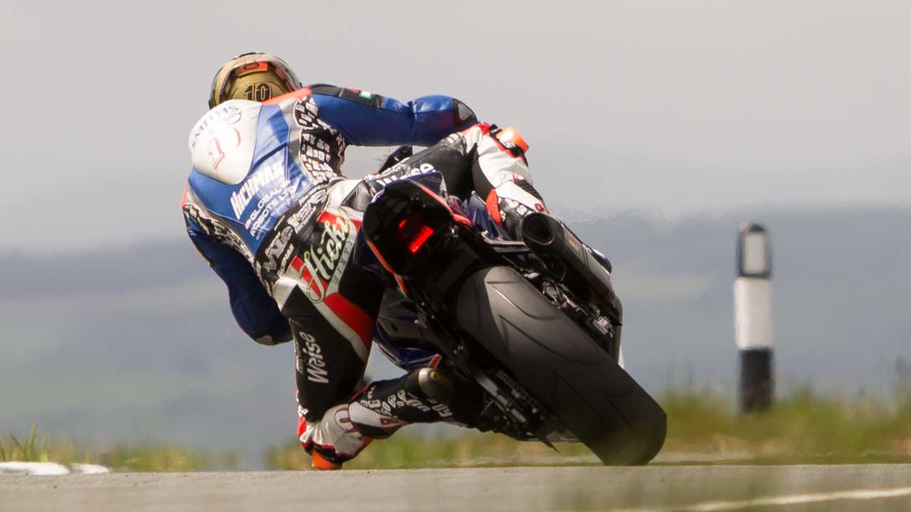 Peter Hickman practicing for the Isle of Man TT 2017